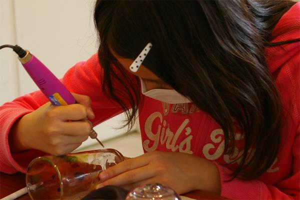 【長野県軽井沢・彫り絵アート・コップ】お絵描き感覚で楽しい!自由にデザインしよう