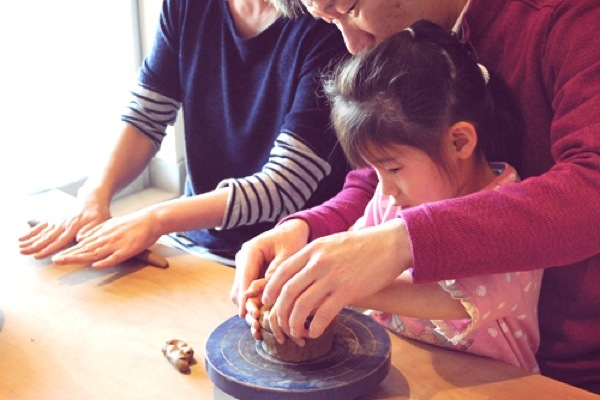 【手びねり】小さなお子様からOK!丁寧に土と向き合う陶芸体験
