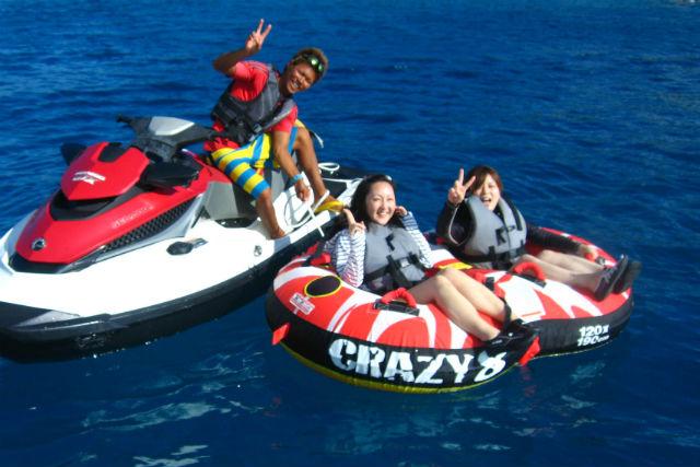 【沖縄県瀬底島・バナナボート】3大アクティビティが楽しめるアクティブマリンコース