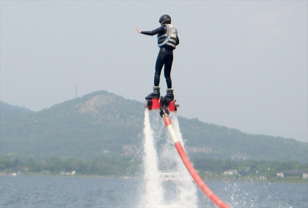 山中湖でフライボード!富士山を見ながらフライボードで浮遊体験!