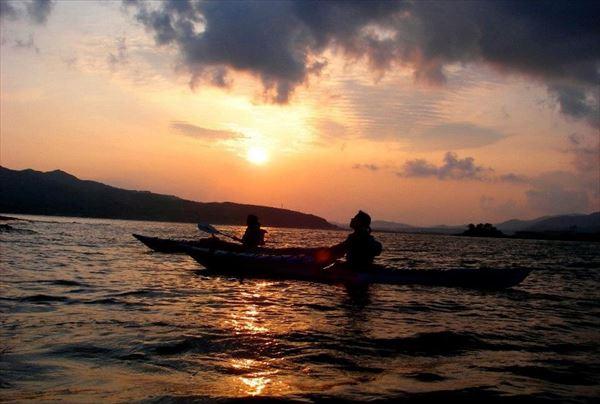 【3時間・サンセット&ナイト】シーカヤックで幻想的な夜の海へ!