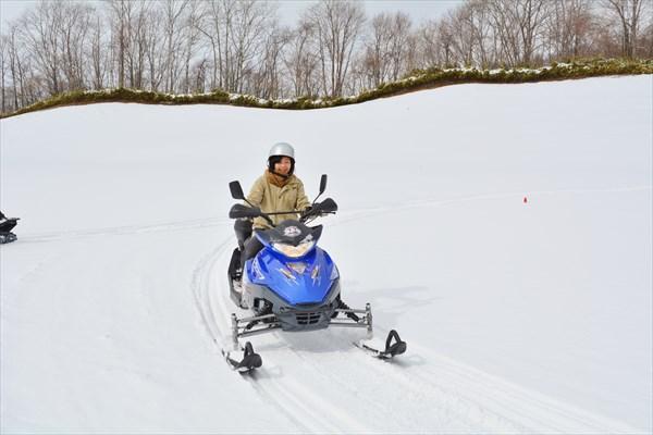 【60分・3コース】銀世界を駆け抜ける!冬のゴルフ場をスノーモービルで走ろう!