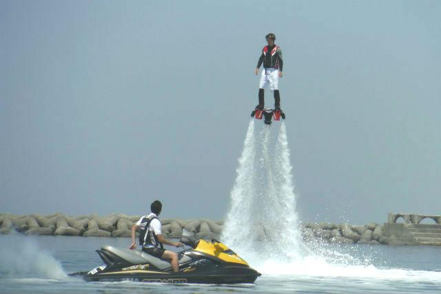 【大阪・フライボード】大阪でここだけ!水圧で空を飛ぶフライボード体験