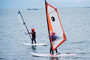 【ウィンドサーフィン】琵琶湖で風を捕まえろ!1日ウィンドサーフィンスクール