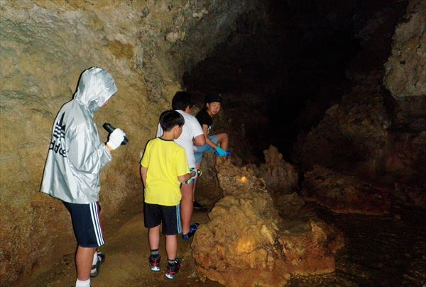 【半日】暗闇の冒険!沖縄の鍾乳洞・ヌチシヌジガマ探検