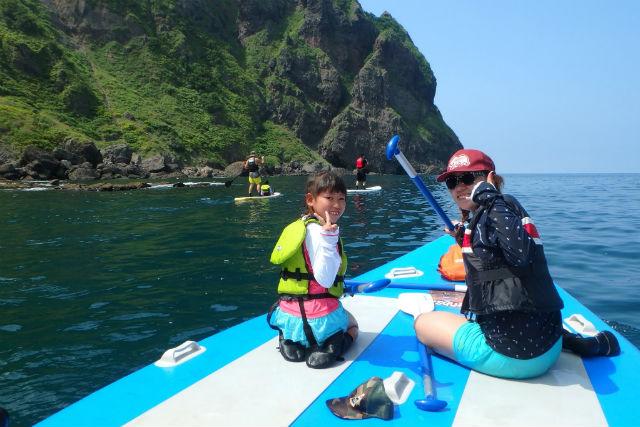 【北海道・ニセコ・SUP】 全長7mの巨大ボードでのんびり海ツアー (1日1組限定)