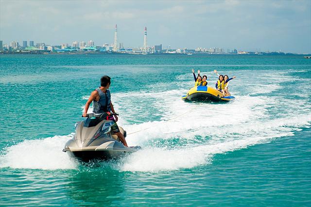 【沖縄北谷町・BBQマリンパック】BBQとカヤック、ドラゴンボートで、アラハビーチを遊び尽くそう!
