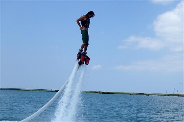 【沖縄北谷町・フライボード】注目度抜群のフライボード体験!アラハビーチで空中散歩!