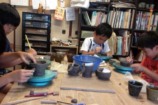 【大分・陶芸体験・手びねり】お子さまにもぴったり!自由発想で理想の器を作ってみよう