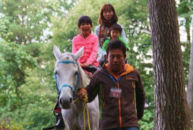 【八ヶ岳・乗馬体験・引き馬】馬に乗って森林散歩!引き馬でお手軽に、最高の思い出づくりを