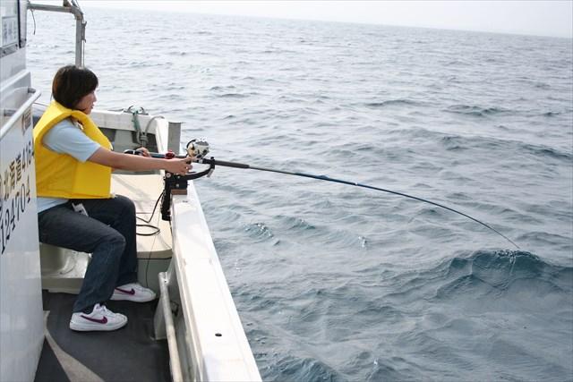 【函館・海釣り体験】漁船で本格的なイカ釣りに挑戦!「イカの街」函館を体感しよう