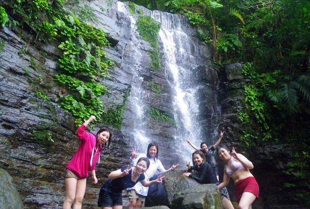 【西表島・マングローブカヤック&沢トレッキング】秘境の滝を目指して清流を歩こう!