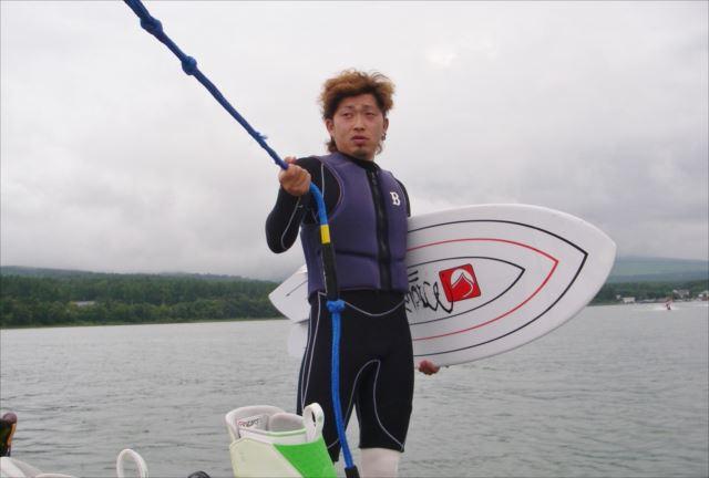 山中湖で富士山を眺めながら波に乗ろう!ウェイクサーフィン体験プラン