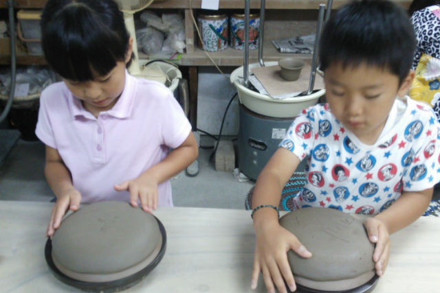 【手びねり】埼玉県・蕨(わらび)市で陶芸体験!世界に1つのオリジナル作品を作ろう
