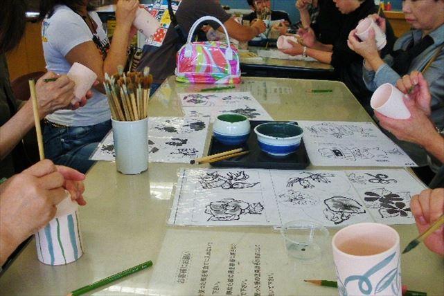 【愛媛・絵付け体験】砥部焼の白いキャンバスに想いを描く絵付け体験