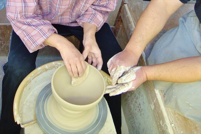 【愛媛・陶芸】白く美しい砥部焼を作ろう。電動ろくろ体験