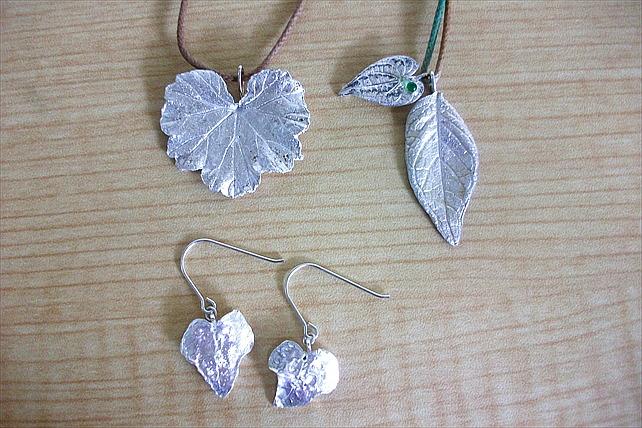 【兵庫・西宮・シルバーアクセサリー】葉っぱを使った繊細なデザイン!銀粘土でペンダントトップを制作