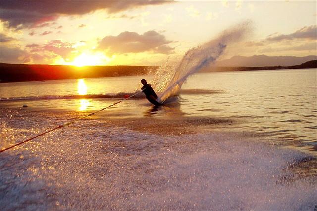 【山中湖・水上スキー】初心者限定!富士山を望む山中湖で水上スキーの魅力を知ろう