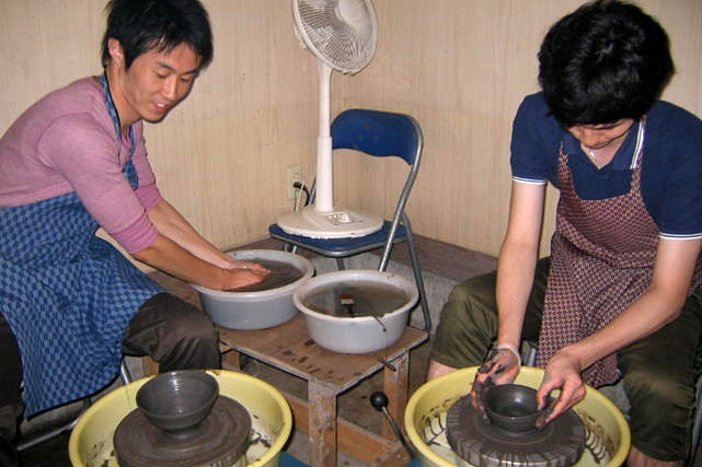 【那須高原・陶芸体験】丁寧なレクチャーで初心者も楽しめる!電動ろくろの陶芸体験