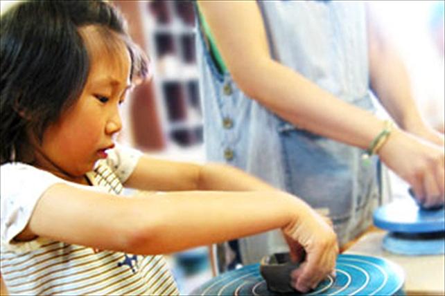 【陶芸・手ろくろ・一日体験教室】陶芸工房「ぷらゆす」で自分だけの作品をつくろう!