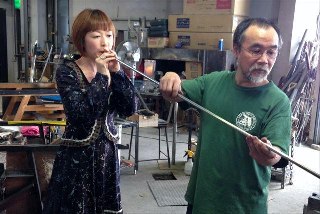 【北海道小樽・吹きガラス体験】初めての方でも器を作ることができる!小樽の工房で吹きガラス体験