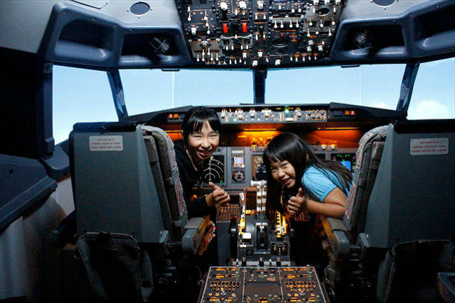 【東京・フライトシミュレーター】お気軽に飛行機操縦!737フライトプラン・エコノミークラス