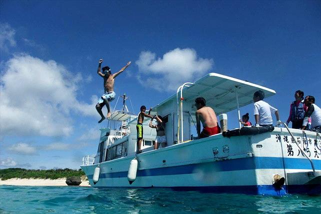 【パナリ島・クルージング】1日たっぷり楽しむ!船をチャーターして海遊びしよう!