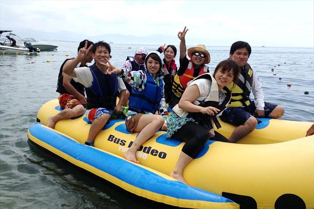 愛媛県興居島・スピード感がたまらない!10人乗りバナナボートで盛り上がろう