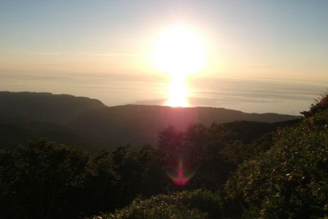【知床・登山ツアー】日本百名山の絶景を見に行こう!羅臼岳登山・岩尾別コース