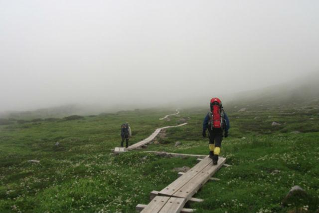 【知床・登山ツアー】地球の鼓動を感じる道のり!知床の硫黄山を登ろう