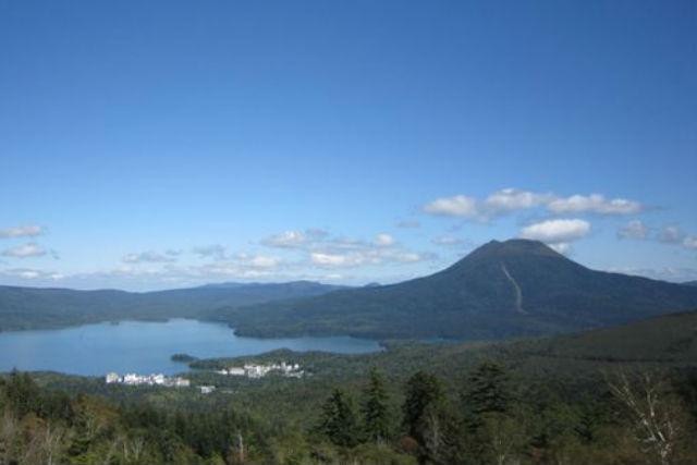 【知床・登山ツアー】変化に富んだ自然が魅力!雌阿寒岳登山・阿寒湖畔コース