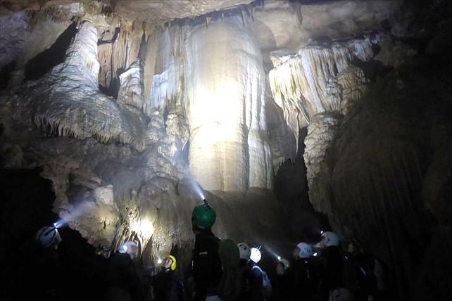 【岡山・ケイビング】悠久の自然と静寂が織りなす鍾乳洞で癒される
