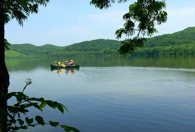【北海道・釧路川・カヌー】川の流れに身を任せて、穏やかな時間を満喫。釧路川カヌープラン