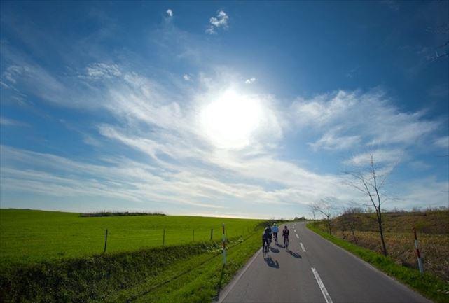 【札幌近郊・ロードバイク】北海道の牧歌的風景を存分に楽しめる80kmロードバイクプラン★スポーツドリンクプレゼント