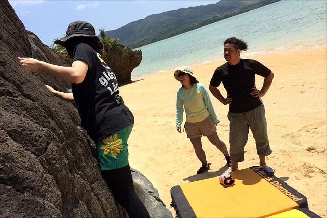 【沖縄県石垣島・ボルダリング】エメラルドグリーンの海に見守られながら、ボルダリング体験を楽しもう