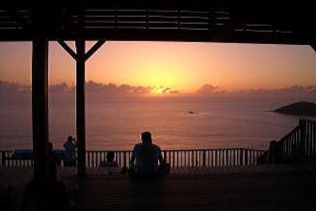 【小笠原父島・サンセットツアー2時間】山頂コースと楽々コースが選べる、日没を楽しむサンセットツアー