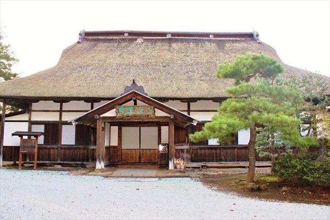 【弘前・ランチ付き・観光タクシー】古都の風情を堪能!神社仏閣巡り&和料理ガイドツアー