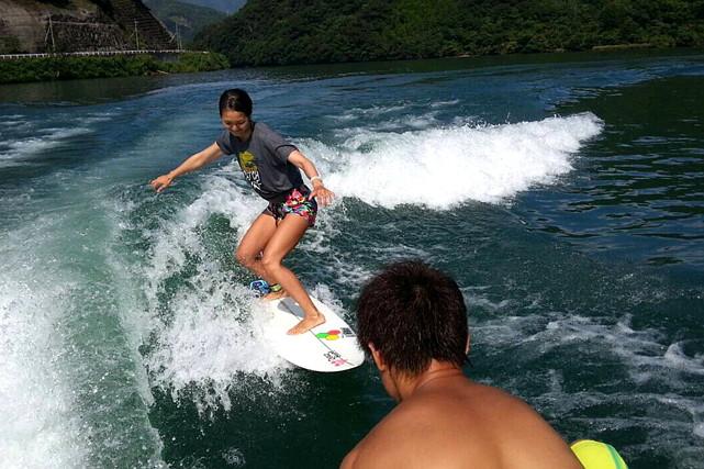 【宮崎・ウェイクサーフィン】プロの指導が魅力!1時間乗り放題のウェイクサーフィン体験