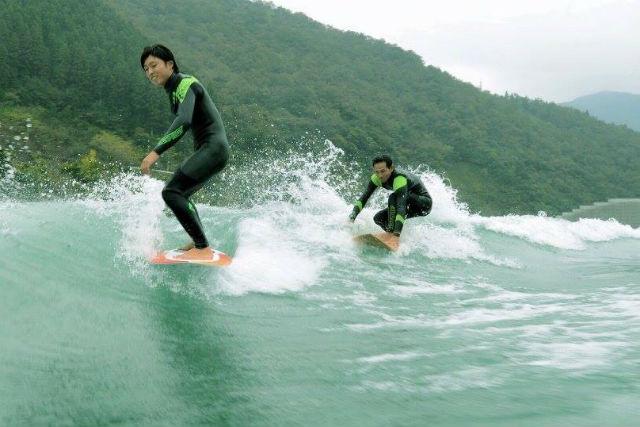 【宮崎・ウェイクサーフィン】絶好の波を乗りこなそう!ウェイクサーフィン・15分