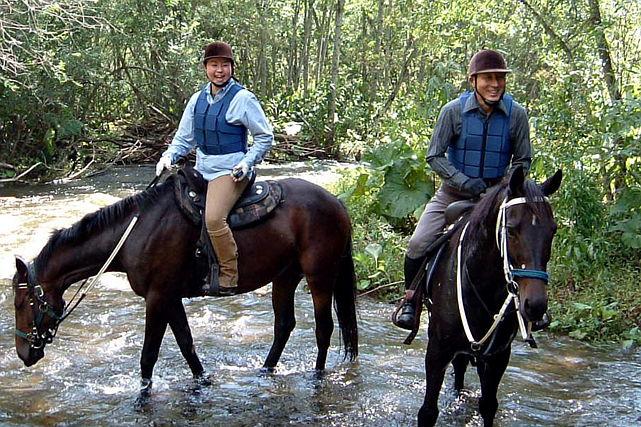 【十勝・乗馬】馬の背から大自然を満喫!沢登りも体験できるホーストレッキング