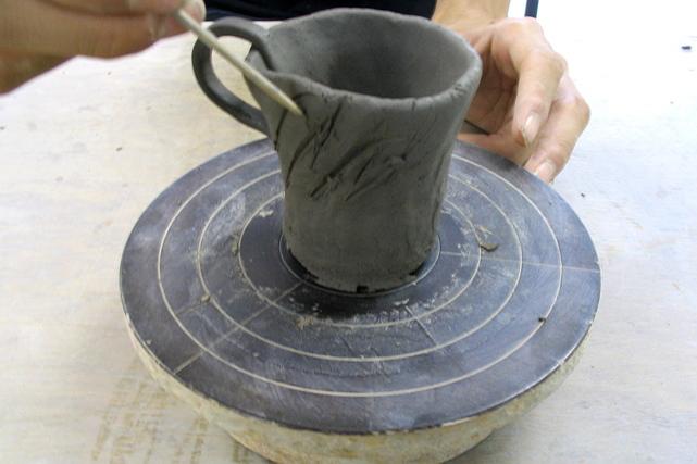 【滋賀・信楽焼・陶芸体験】自分の感性のままに。焼き物の里で楽しく陶芸体験!