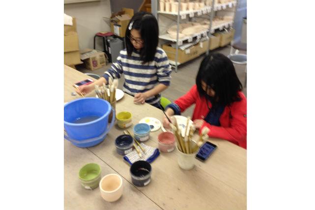 【滋賀県甲賀市・陶芸体験・絵付け】お皿から、たぬきまで!好きなものに絵付けを楽しもう