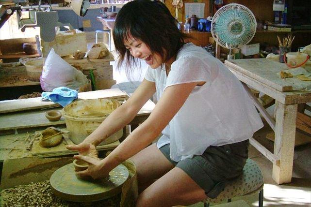 【種子島・電動ろくろ陶芸体験】生きているような粘土の手ざわりが面白い!電動ろくろで陶芸体験!