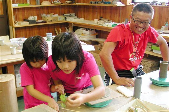 【千葉県鴨川市・手びねり体験】陶芸の楽しみを手軽に味わおう!同時に絵付けもできるオリジナル陶器づくり
