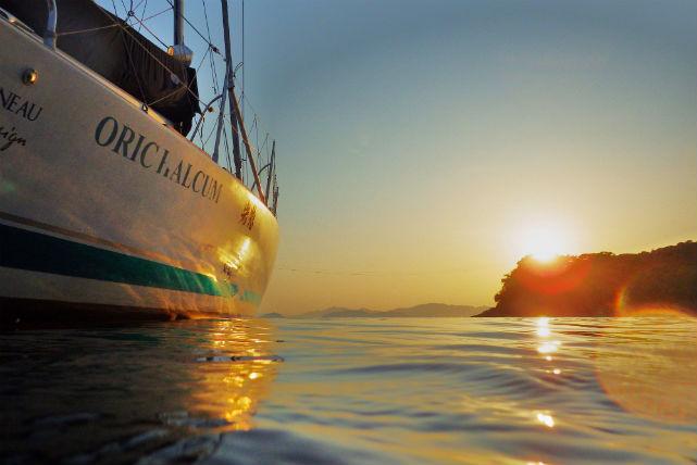 【広島・ヨットクルージング】瀬戸内海に落ちる夕日にうっとり!貸切ヨットサンセットクルージング