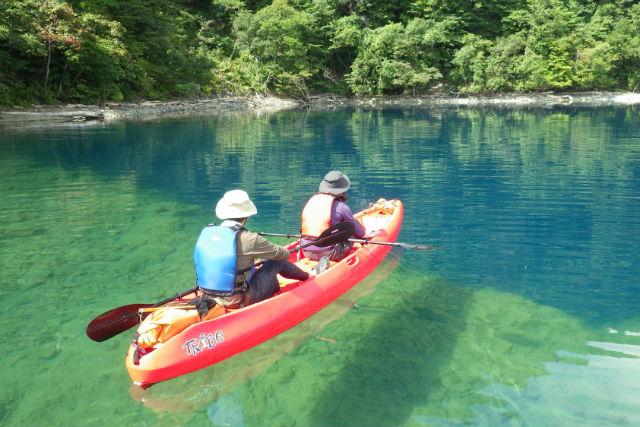 【支笏湖・カヤック】水質日本一の支笏湖でカヤック体験!パノラマ風景に圧倒される自然満喫ツアー