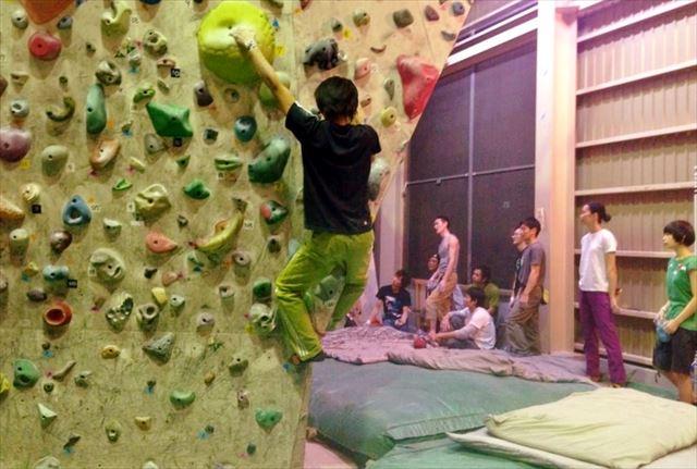 【埼玉・越谷・ボルダリング】確実に登れるコツがわかる!初心者向けボルダリングレッスン