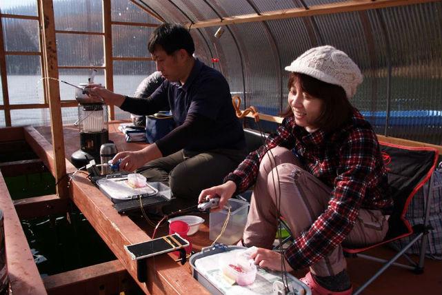 【長野県・釣り体験】 ドーム型ボートで、寒い冬でも快適!ワカサギ釣り・新鮮な食事を楽しもう!