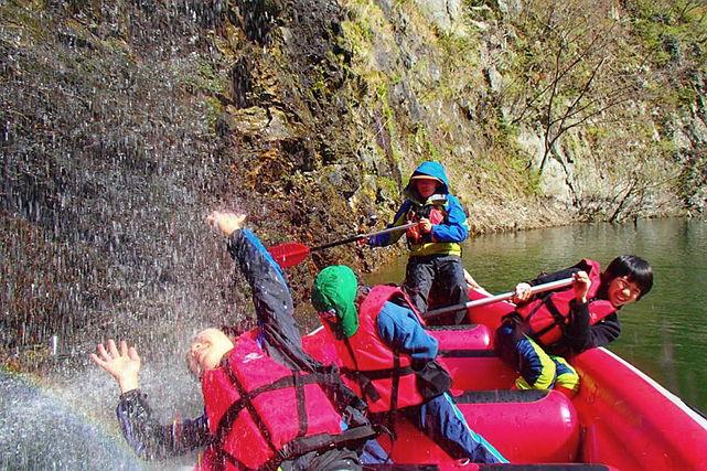 【塩原渓谷・Eボートツアー】栃木県・塩原渓谷で大型カヌーにのって50mの滝を間近で見よう!
