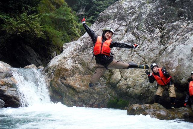 【熊本・キャニオニング・シャワークライミング】気分はすっかり忍者!?忍者の水術を体験!